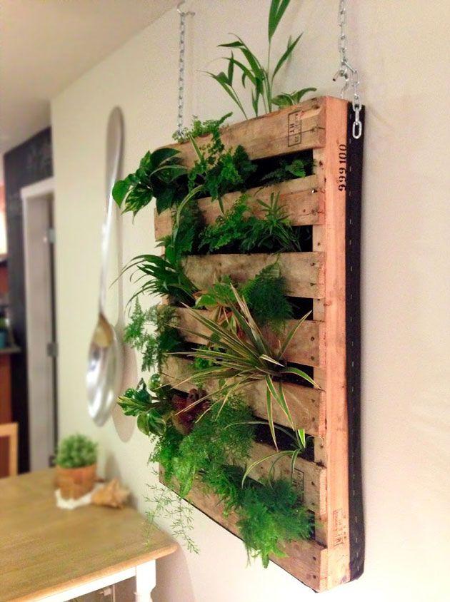 32 diy pour recycler vos palettes - Jardin vertical avec palette ...