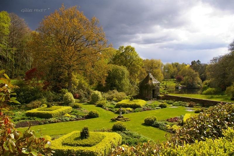 Les quatres carr s jardins de kerdalo for Jardin kerdalo