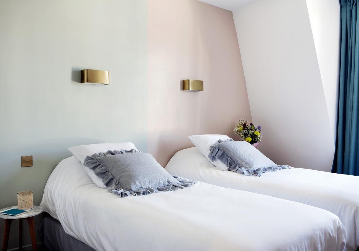 deux-lits-simples-de-l-hotel-henriette-situe-a-quelques-pas-du-quartier-latin-sizel-158321-1200-849